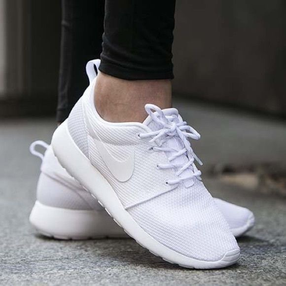 nike all white roshes